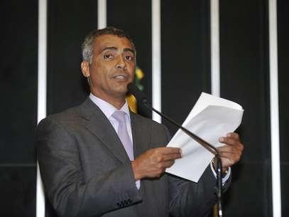 Romário fez pronunciamento pedindo esclarecimento da CBF Foto: José Cruz / Agência Brasil