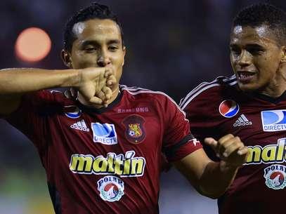 Peña comemora primeiro gol do Caracas na vitória sobre o Grêmio na Venezuela Foto: AFP