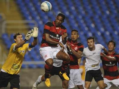 Flamengo finalmente acertou a forma de pagamento pelo negócio do meio-campista Cleber Santana Foto: Mauro Pimentel / Terra