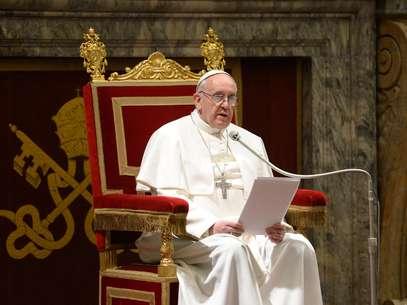 O papa Francisco durante encontro com cardeais nesta sexta-feira Foto: Reuters