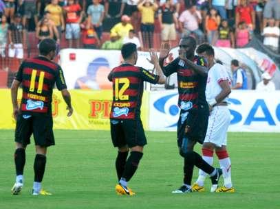 Hugo marcou um dos gols do Sport no clássico com Náutico Foto: Antonio Carneiro / Futura Press