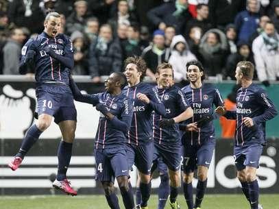 Ibrahimovic comemora gol marcado neste domingo em vacilo do PSG Foto: Reuters