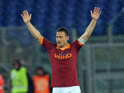Capitão e ídolo da Roma marcou de falta pra definir a vitória Foto: Getty Images