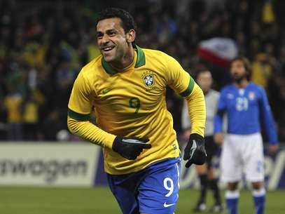 Fred comemora primeiro gol do Brasil no duelo Foto: Getty Images
