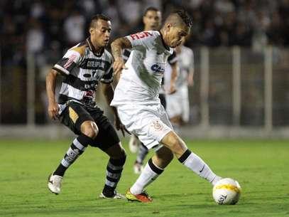 XV ganhou fôlego na briga contra o rebaixamento; Corinthians empatou pela sétima vez no Paulista Foto: Célio Messias / Gazeta Press