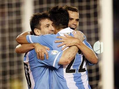 Messi comemora vitória tranquila da Argentina Foto: EFE