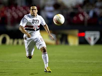 Jogando com Ganso, Jadson aposta em mais posse de bola para ajudar os atacantes Foto: Bruno Santos / Terra