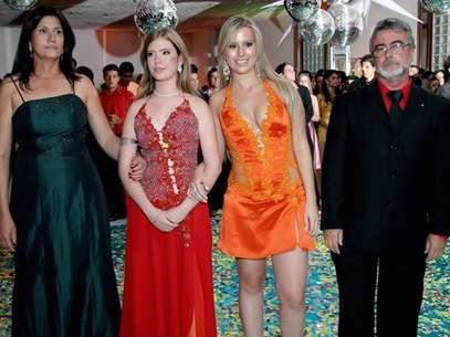 Fernanda ao lado da mãe, do pai e da irmã Foto: TV Globo / Divulgação