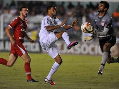 Giva fez o segundo gol do Santos em empate com o Mogi Mirim Foto: Ivan Storti / Agência Lance