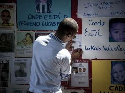 Cartazes e fotos dos desaparecidos foram pendurados durante manifestação em São Paulo Foto: Agência Brasil