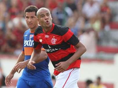 Alex Silva consultou a diretoria do Flamengo antes de viajar Foto: Paulo Sérgio / Agência Lance