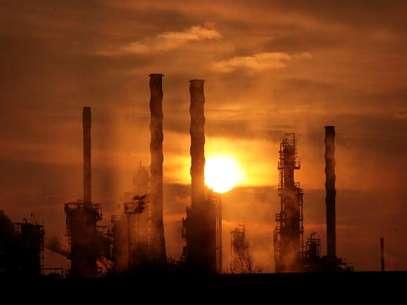 Aumento de 5% nas refinarias foi anunciado no início de março Foto: Getty Images