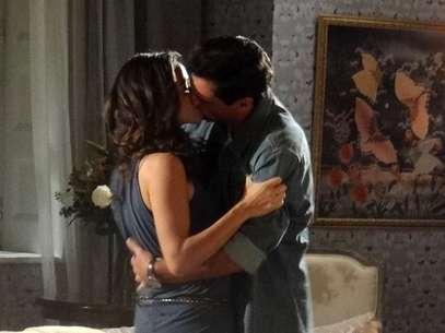 Após muito tempo separados, Morena e Théo vivem uma noite de amor Foto: TV Globo / Divulgação