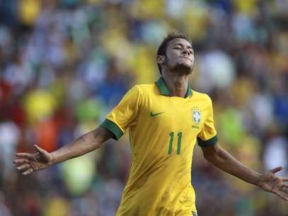 Neymar marcou duas vezes no primeiro tempo em goleada sobre a Bolívia Foto: AP