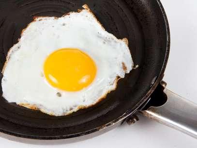 Proteína do ovo frito a altas temperaturas mostrou uma capacidade maior para reduzir a pressão sanguínea que os ovos fervidos a 100 graus Celsius Foto: Getty Images