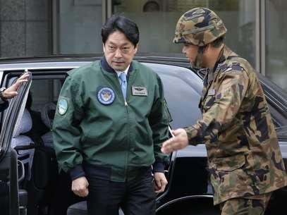 Ministro da Defesa inspecionou hoje o sistema antimísseis posicionado em Tóquio Foto: Reuters
