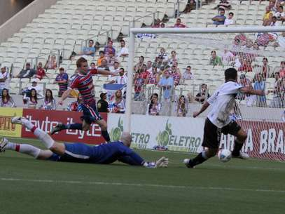 Magno Alves perdeu gol fácil, mas Lulinha decidiu para o Ceará Foto: LC Moreira / Agência Lance