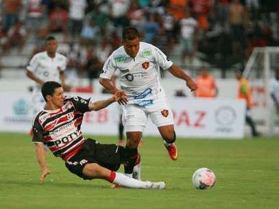Jogo foi agitado e teve gol marcado nos minutos finais Foto: Otavio de Souza / Futura Press