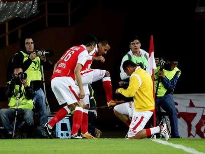 Jogadores do Independiente Santa Fé comemoram gol de Medina Foto: EFE