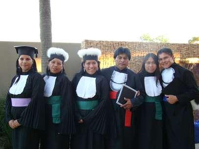 Índios formandos em licenciatura e bacharelado da Universidade Estadual do Mato Grosso do Sul (UEMS) Foto: Divulgação