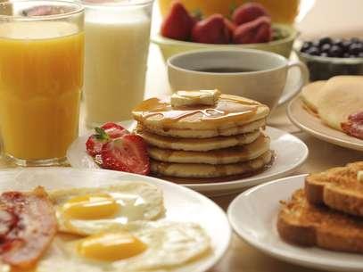 De acordo com a pesquisa, uma emcada cinco pessoas não consegue tomar café da manhã assim que acorda Foto: Getty Images