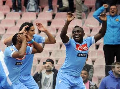 Armero comanda dança em gol do Napoli Foto: AP