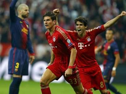 Mario Gomez fez o segundo gol do Bayern em posição duvidosa Foto: Reuters