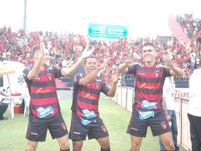 Sport venceu e avançou à decisão do Pernambucano Foto: Aldo Carneiro Costa / Gazeta Press