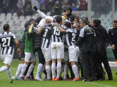 Juventus comemora gol de Vidal nos minutos finais Foto: Reuters