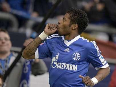 Michel Bastos marcou seu gol na vitória do Schalke 04 Foto: AP
