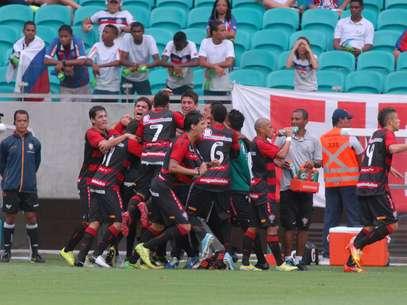 Vitória abriu 2 a 0 ainda no primeiro tempo Foto: Romildo de Jesus / Agência Lance