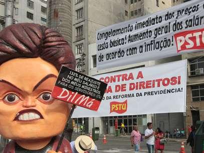 Manifestantes protestaram contra a presidente Dilma no centro de São Paulo Foto: Roberto Vazquez / Futura Press