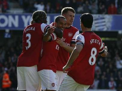 Walcott marcou gol no início da partida e definiu a vitória Foto: Reuters