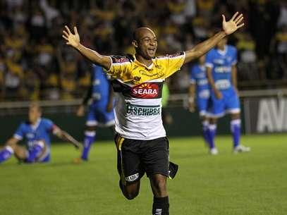 Tartá fez o gol da vitória do Criciúma Foto: Fernando Ribeiro / Futura Press