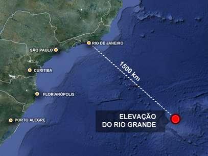 Elevação do Alto Rio Grande fica a cerca de 1,5 mil quilômetros da costa do Sudeste e seria parte da Plataforma Continental Brasileira, que se desprendeu e afundou com o movimento das placas tectônicas Foto: Google Maps / Arte Terra