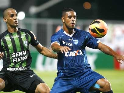 Avaí conseguiu vencer o América-MG fora de casa Foto: João Godinho/O Tempo / Futura Press