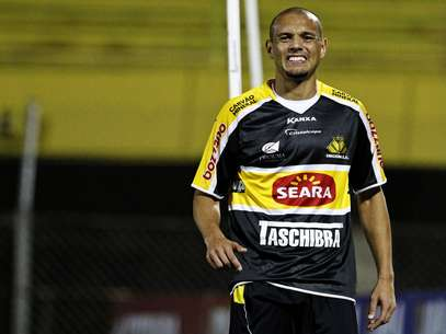 Marcel fez o gol de empate do Criciúma em São Bernardo do Campo Foto: Léo Pinheiro / Futura Press