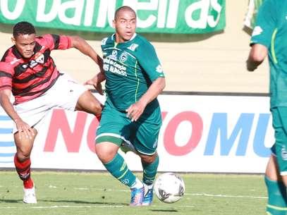 Atlético-GO e Goiás ficaram no 0 a 0 neste domingo Foto: Carlos Costa / Futura Press