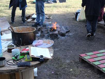 Cozinha improvisada do acampamento Foto: Daniel Favero / Terra