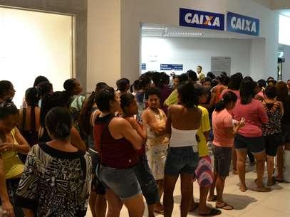 Boato sobre fim do Bolsa Família gerou filas nas agências daCaixa Econômica Federal em vários Estados Foto: Oziel Aragão/BA Press / Futura Press