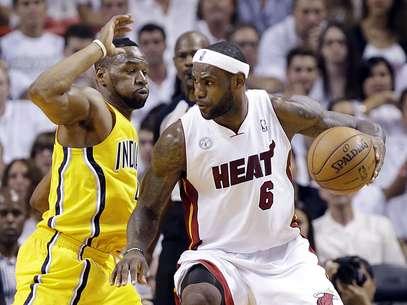 Dessa vez LeBron James não conseguiu decidir contra os Pacers Foto: AP