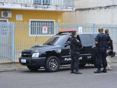 Policiais foram até o local do crime na manhã desta terça-feira Foto: Lucas Laz / Futura Press