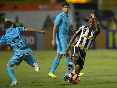 Patito atuou com a camisa 11 na primeira partida do Santos após a saída de Neymar, mas não agradou Foto: Ale Nunes / Agência Eleven / Gazeta Press