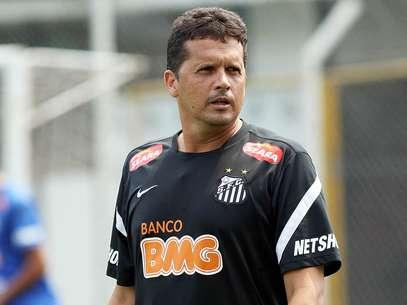 Técnico do Sub-20 do Santos, Claudinei Oliveira, vai dirigir a equipe contra o Grêmio, no sábado, na Vila Belmiro Foto: Pedro Ernesto Guerra Azevedo / Divulgação