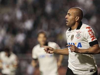 Emerson mostrou estrela e decidiu o jogo em seu primeiro lance Foto: Miguel Schincariol / Gazeta Press