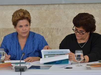 Dilma participou de cerimônia para anunciar as taxas de desmatamento ao lado da ministra do Meio Ambiente, Izabella Teixeira Foto: Wilson Dias / Agência Brasil