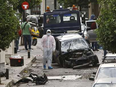 Peritos analisam local da explosão Foto: Reuters