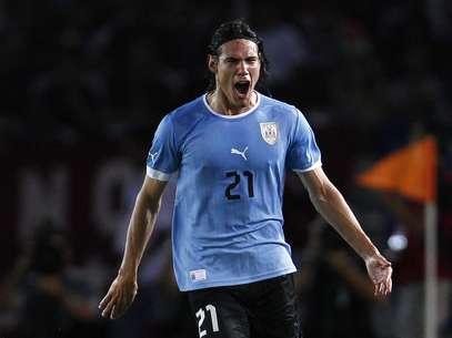 Cavani decidiu a partida com bela jogada no primeiro tempo Foto: Reuters