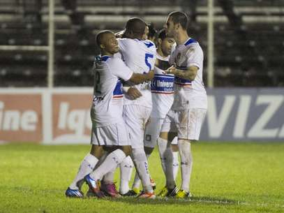 São Caetano fez 3 a 0 no Oeste Foto: José Luis Silva / Futura Press