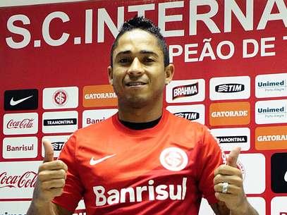 Jorge Henrique assume erros e promete disciplina na chegada ao Inter Foto: Alexandre Lops / Divulgação
